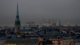 Meteorologene ble satt i full sving for å finne ut hva som forårsaket det uvanlige mørket over Stockholm tirsdag morgen.
