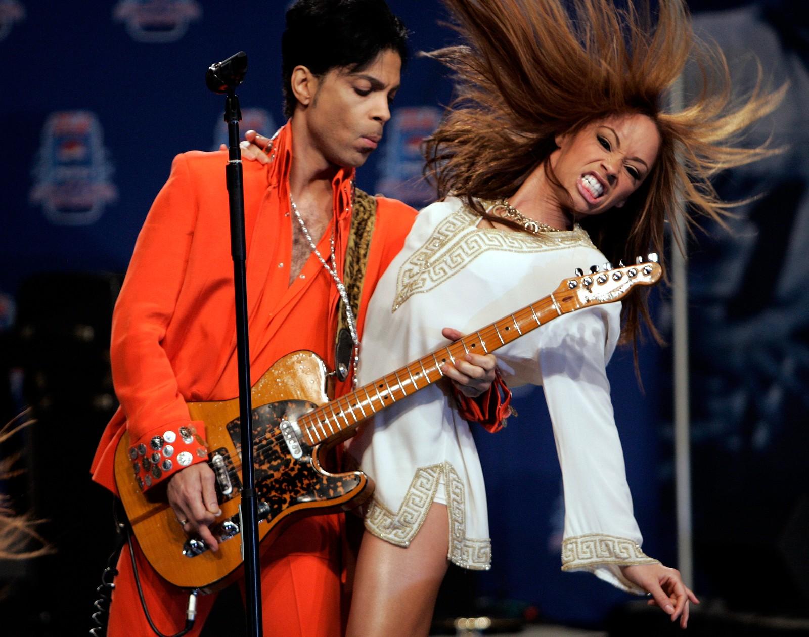 """Prince opptrådde i Florda i 2007. Artisten som ble 57 år gammel hadde hits som blant annet """"Kiss"""" og """"Purple Rain""""."""