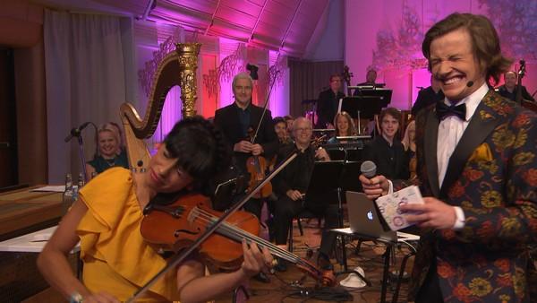 I dag er Shana og Anders fra Super på besøk hos orkesteret KORK. Og hva blir Super + KORK? Det blir SuperKORK! Syng med du også!