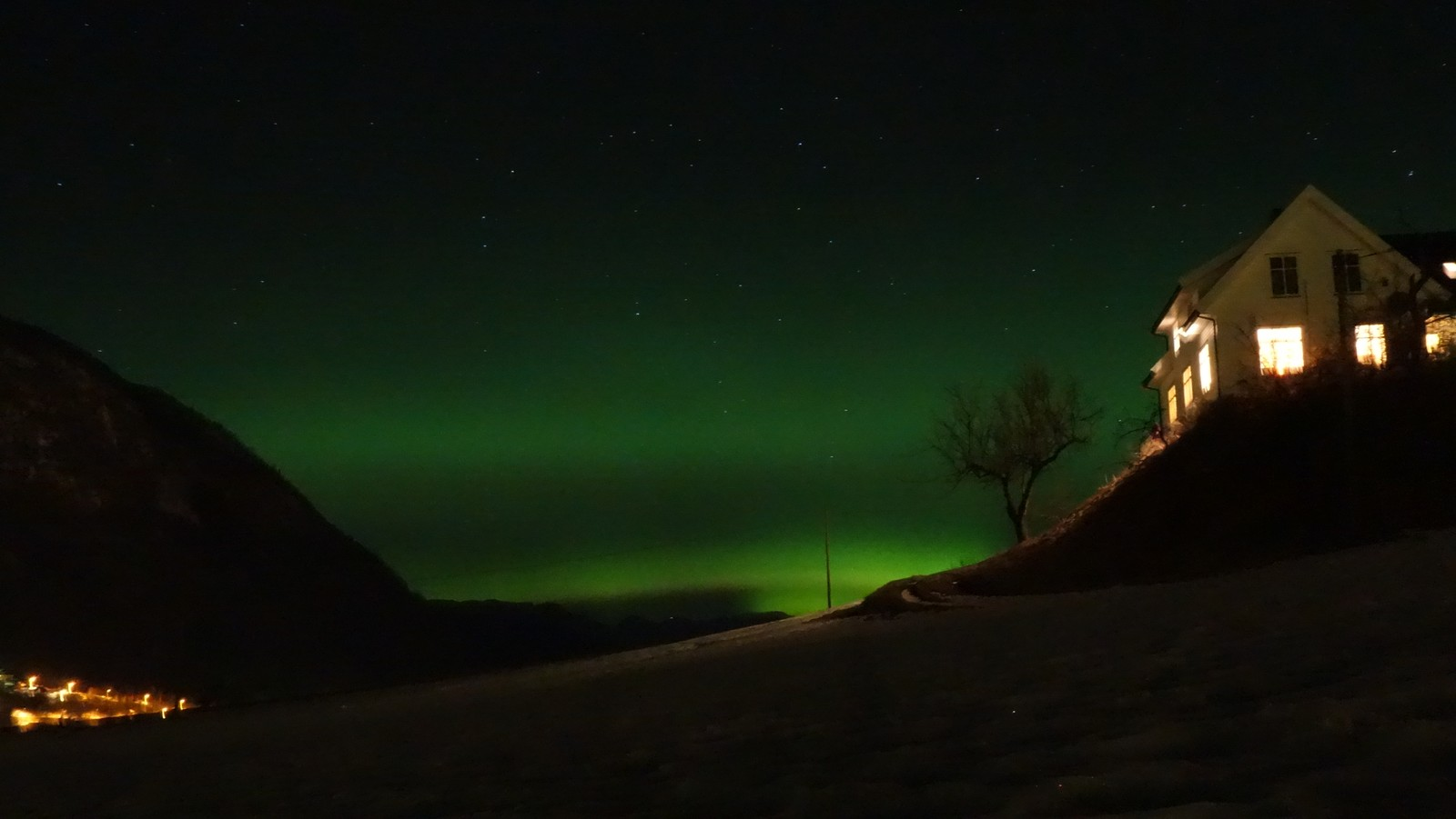 VIK: Nordlys over Vik i Sogn