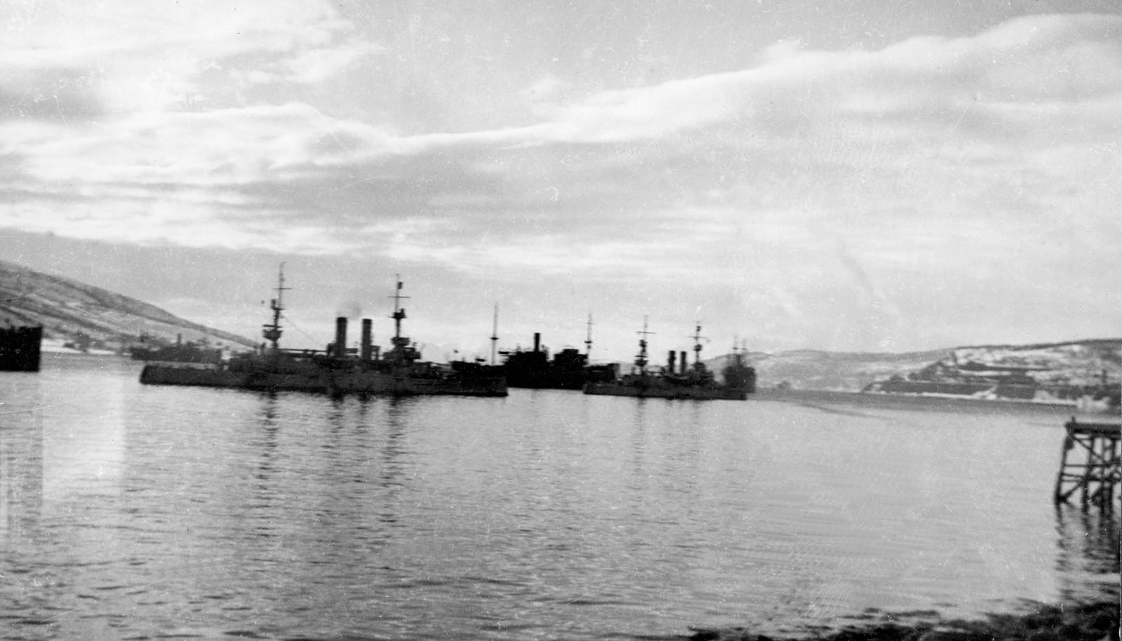"""Narvik 9. april 1940. De to gamle norske panserskipene """"Eidsvold"""" og """"Norge"""" på Narvik havn, før de ble senket av tyskerne, som besatte Narvik uten kamp."""