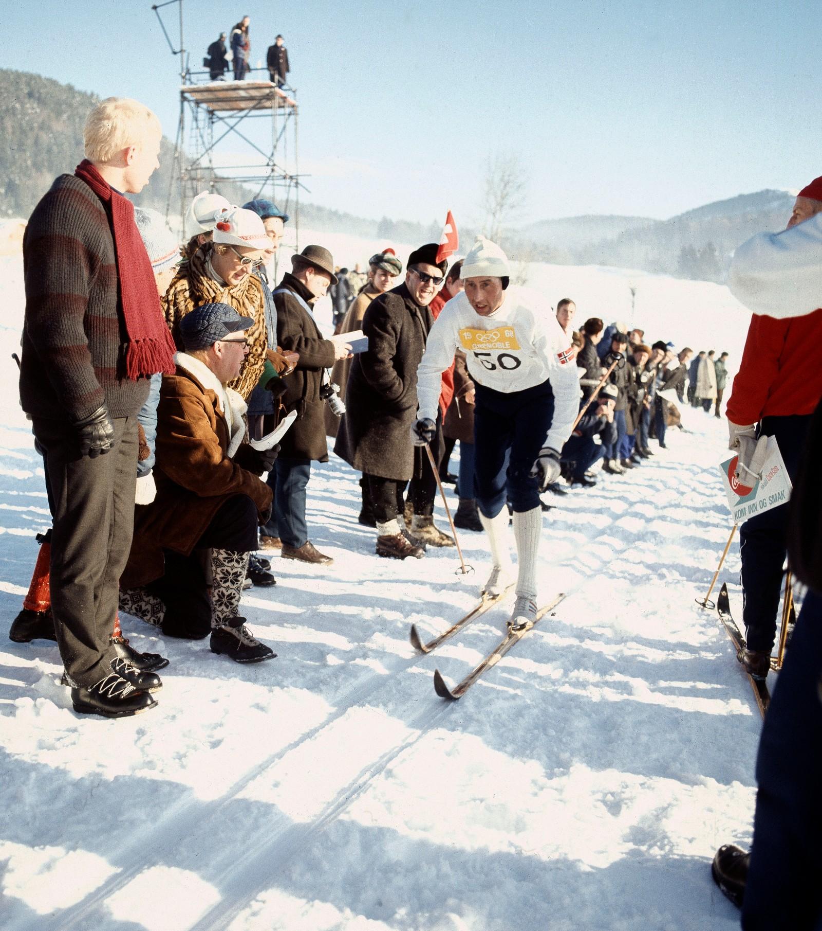 Harald Grønningen i aksjon under de Olympiske vinterleker i Grenoble. Grønningen tok gull på 15 km.  Foto: NTB / Scanpix historiskebilder