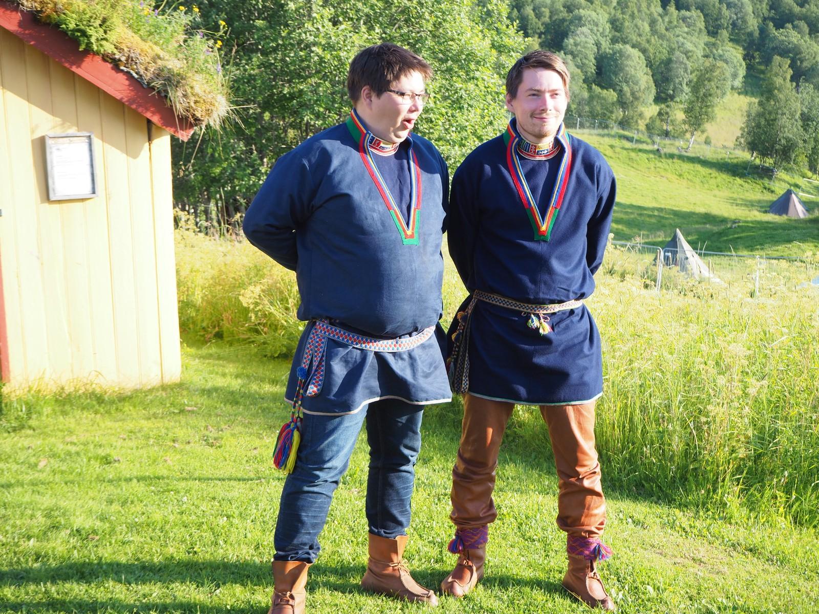 Brødrene Jon Isak Gælok og Thomas Gælok joiket under åpningen