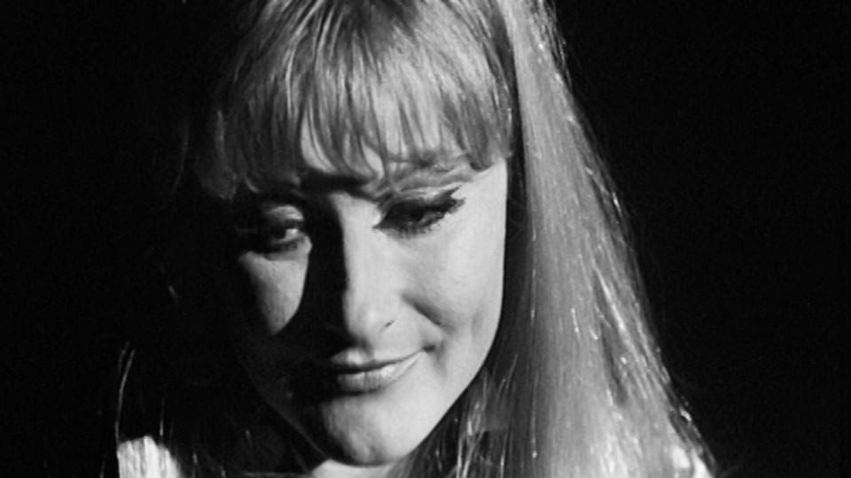 Monica Zetterlund synger