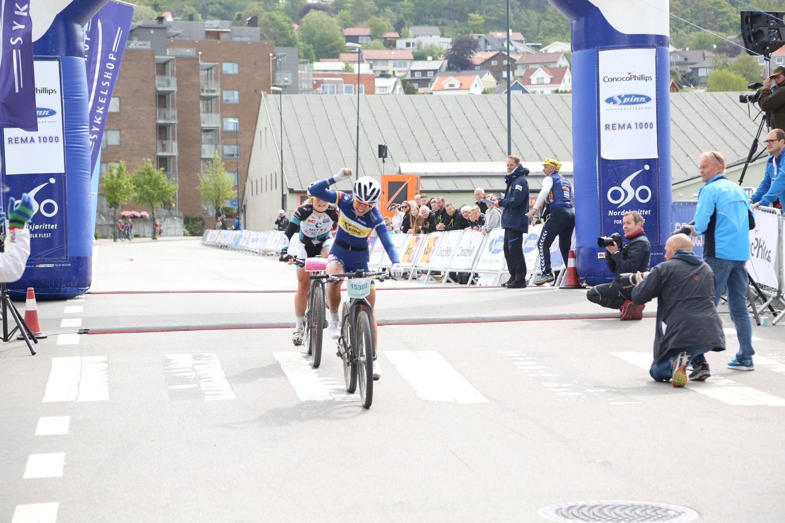Susanne Andersen spurter inn til seier før Emilie Moberg i kvinneklassen.