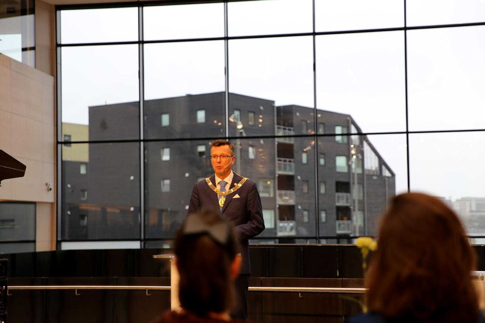TALTE: Dag Rune Olsen er rektor ved Universitetet i Bergen.