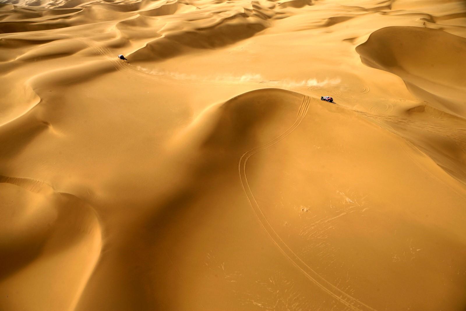130 rallyførere konkurrerte i Gobiørkenen under Silkway Rally den 18. juli. Rallyet er 10.374 kilometer langt, og førerne er innom tre land og to kontinenter på vei fra Moskva til Beijing.
