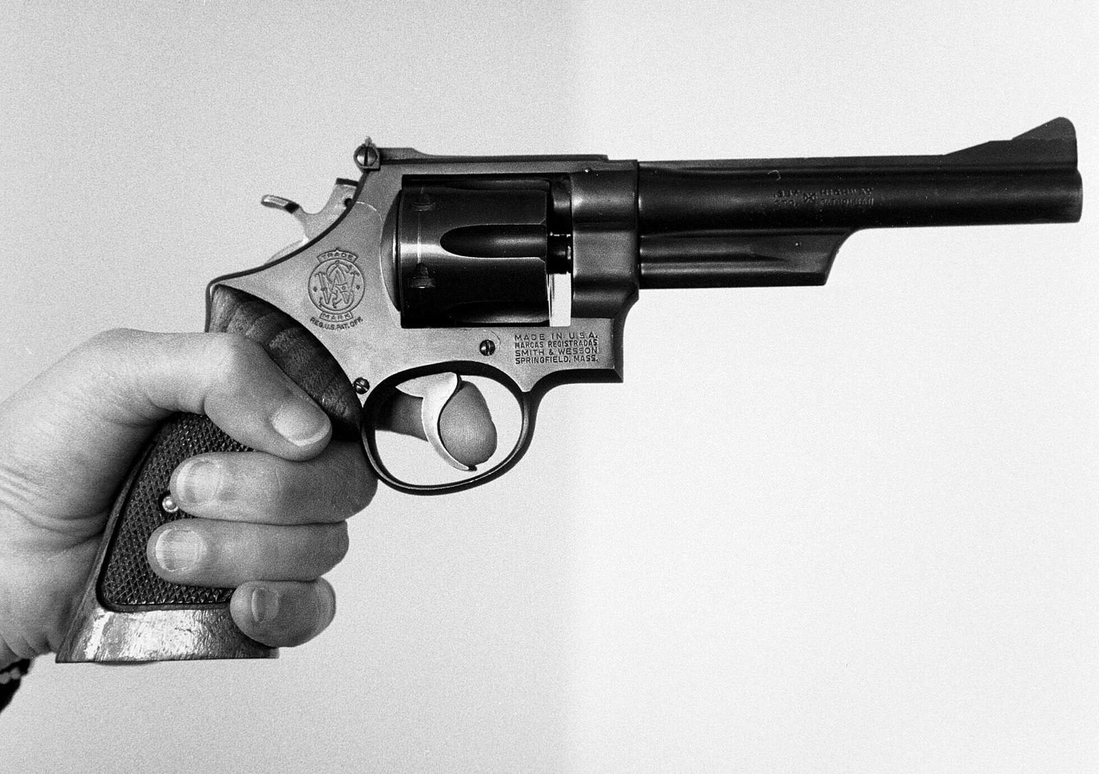 Smith & Wesson-revolver. Dette er en revolver av typen som ble brukt til å drepe Olof Palme. Tusenvis av svensker har lisens til å eie slike og andre våpen.