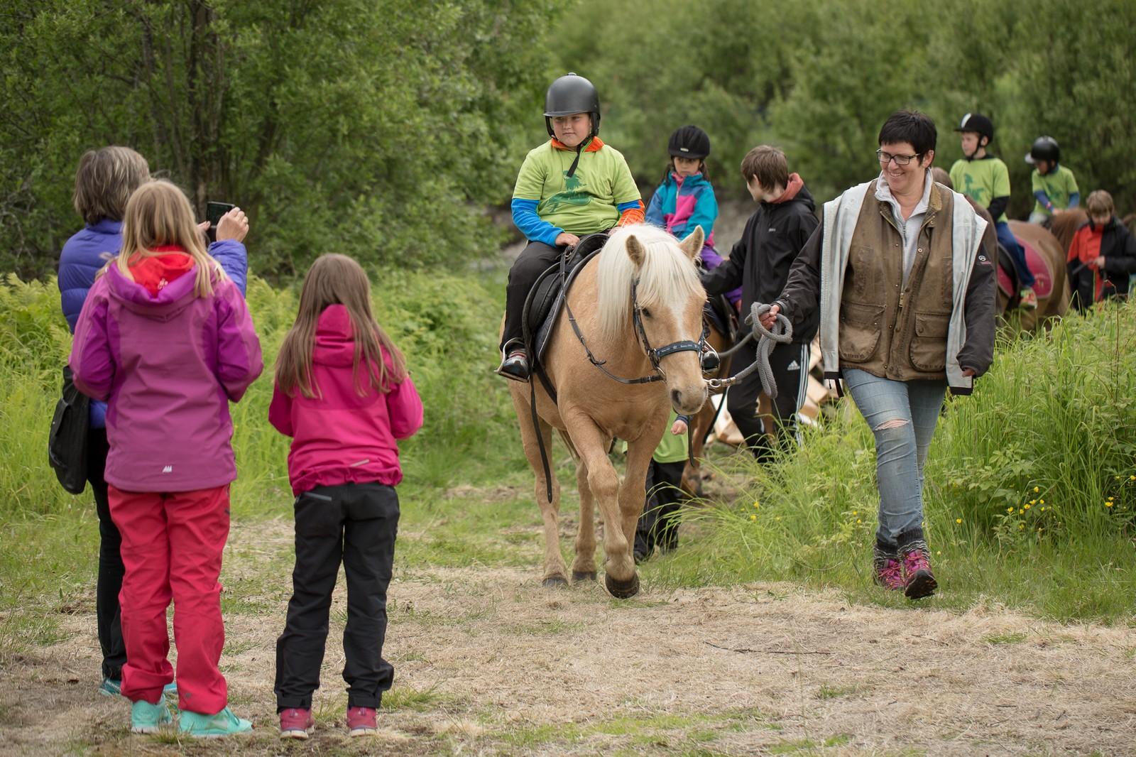 Hesteridning er en populær aktivitet under barnefestivalen.