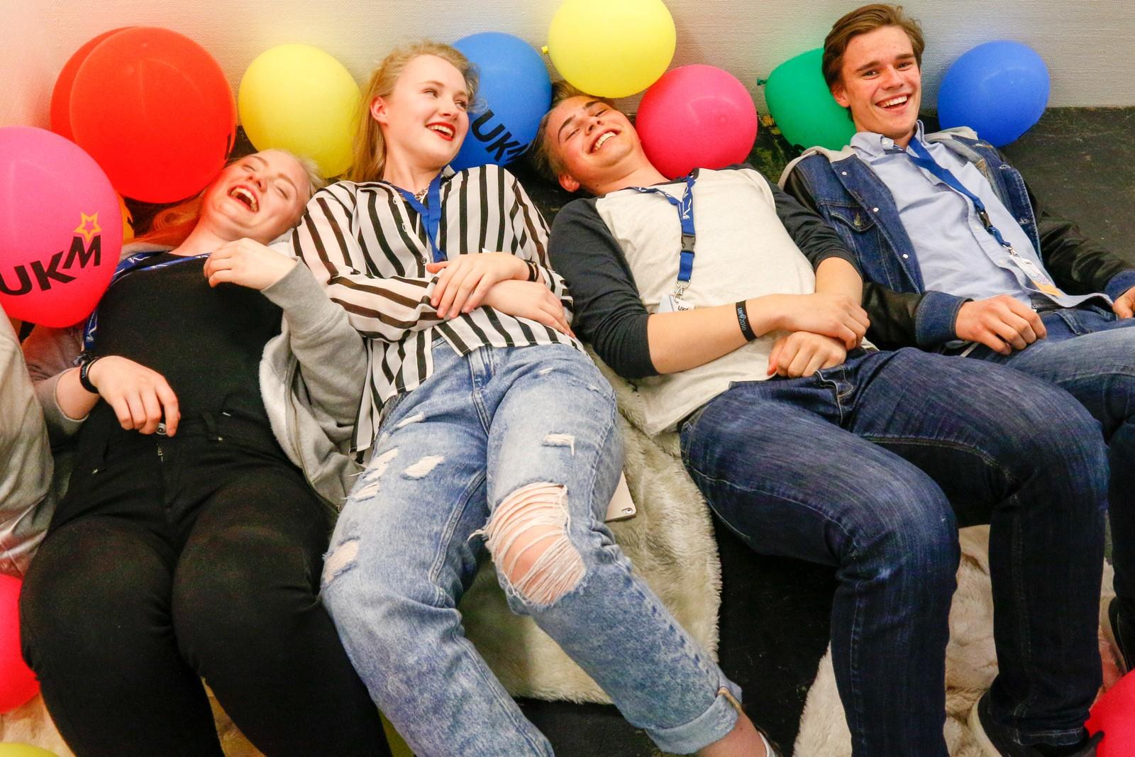 URG: Ungdommens Ressurs Gruppe har ansvar for det sosiale denne helga. Dei passar på at alle har det bra, og svarer på alle spørsmål.