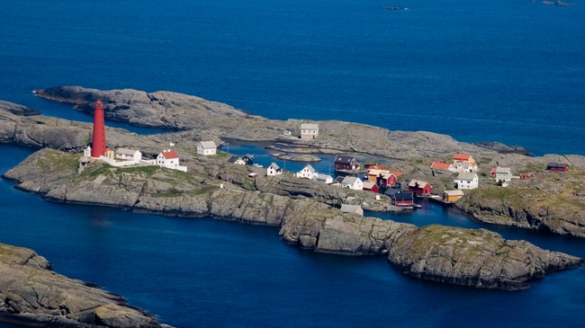 Det tidlegare så livskraftige fiskeværet er folketomt det meste av året. Foto: Merete Husmo Høidal, NRK.
