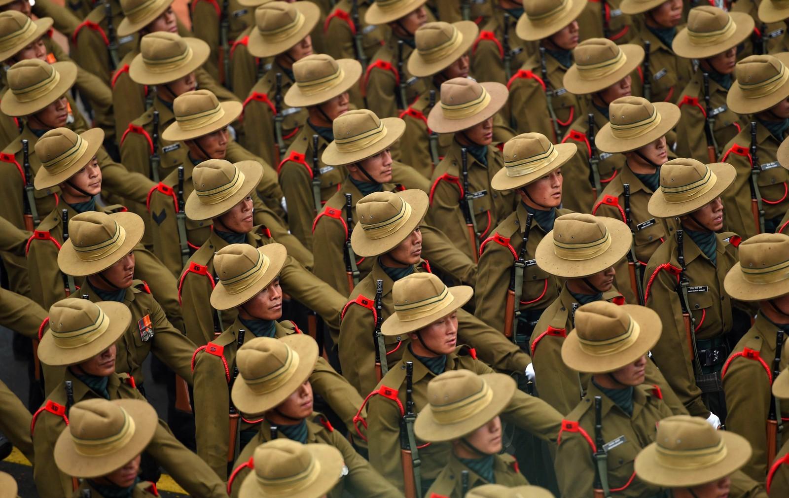 Representanter fra det indiske militæret marsjerte gjennom New Delhis gater for å feire republikkdagen den 26. januar. Det er den viktigste festdagen i India.