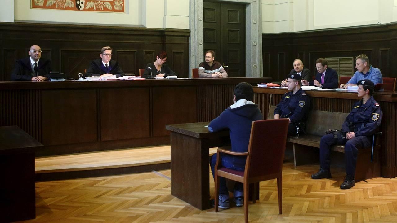 14-åring i retten i St. Poelten i Østerrike tiltalt for terrorplanlegging