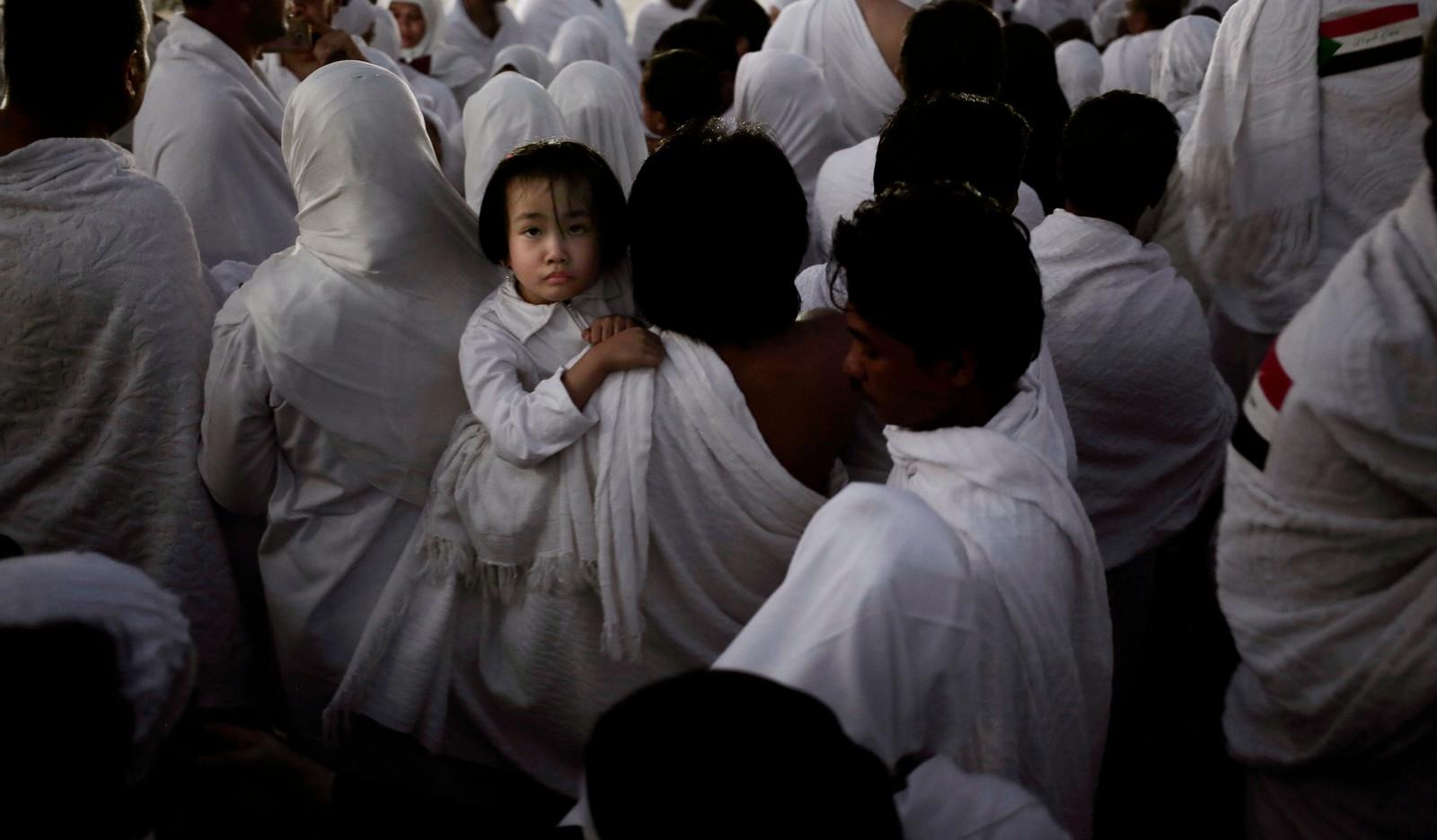 MED BUSS: Etter at solen gikk ned ble folkemengdene fraktet i busser til Muzdalifah, der et nytt ritual venter.