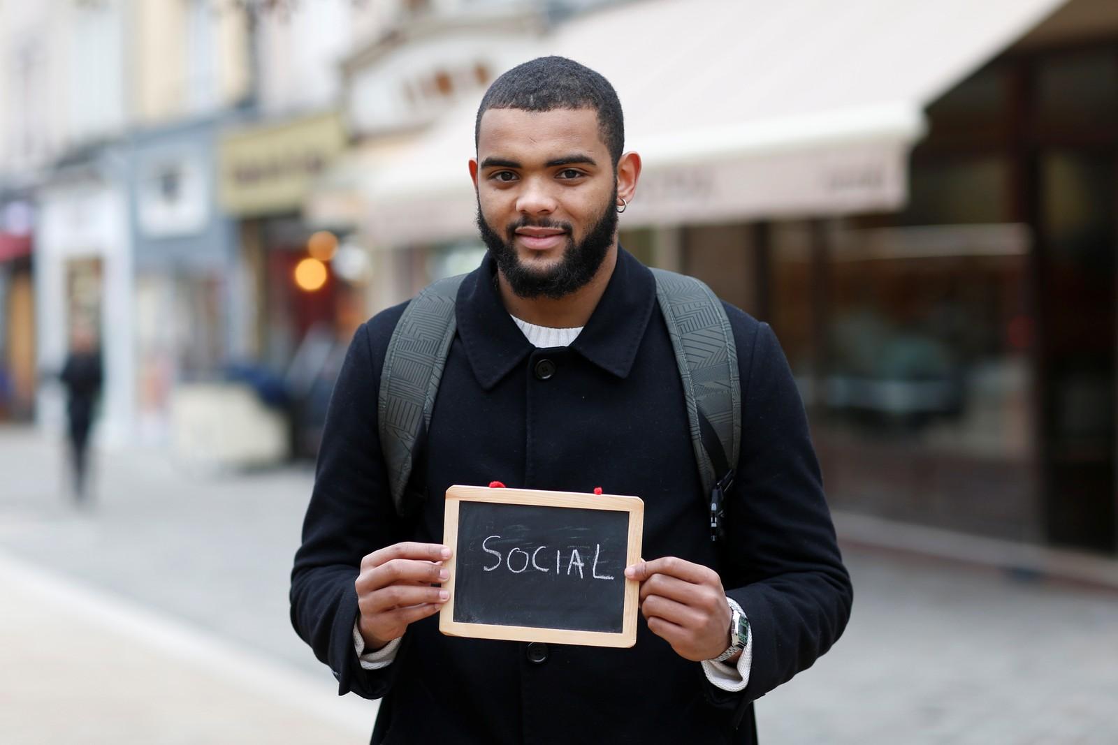 """Kevin Ndongala (22) er student og har skrevet """"sosial"""". """"Jeg hører mange kandidater si at det er for mange som arbeider i offentlig sektor, men det er ikke sant. Vi trenger dem alle som en""""."""
