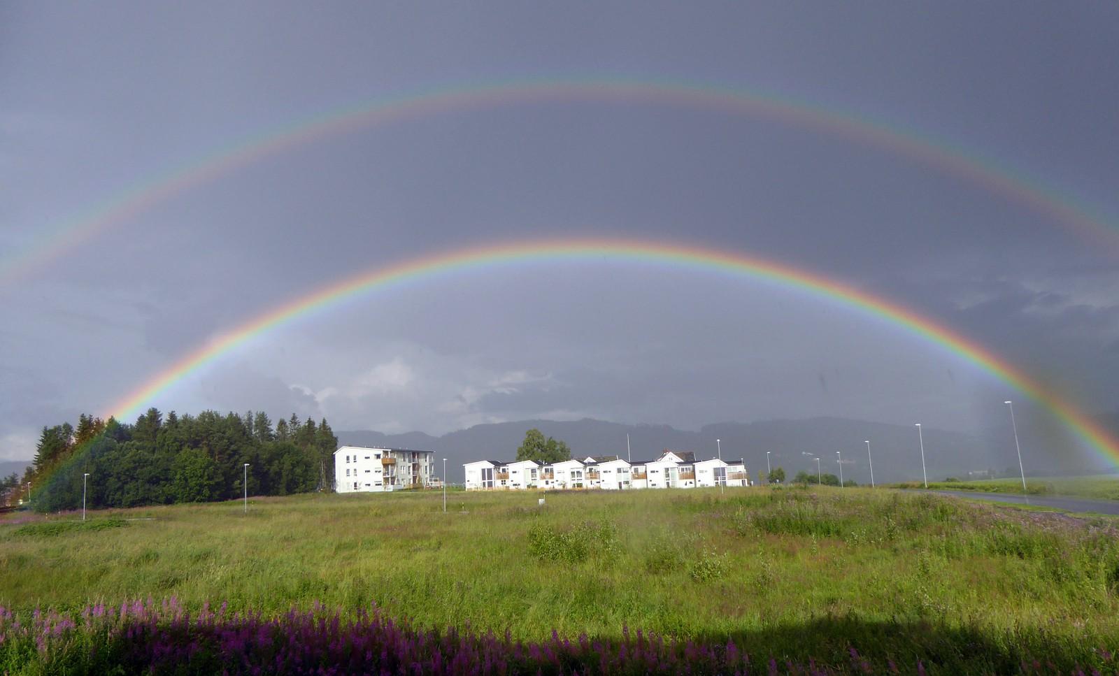 Dobbel regnbue over Tiller