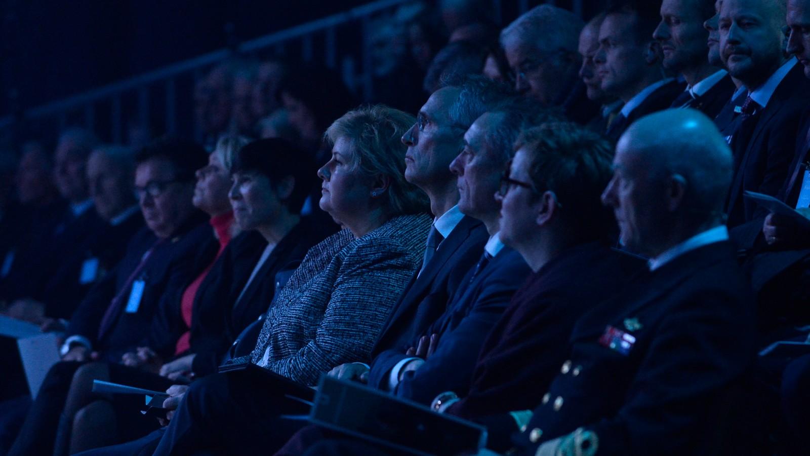 Statsminister Erna Solberg og sjef for Nato Jens Stoltenberg deltok på markeringen av de nye kampflyene.