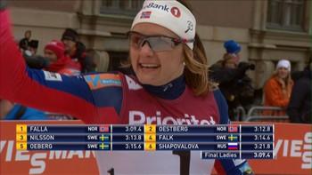 Maiken Caspersen Falla vinner sprinten i Stockholms gater. Ingvild Flugstad Østberg kniper andreplassen foran hjemmefavoritten Stina Nilsson.