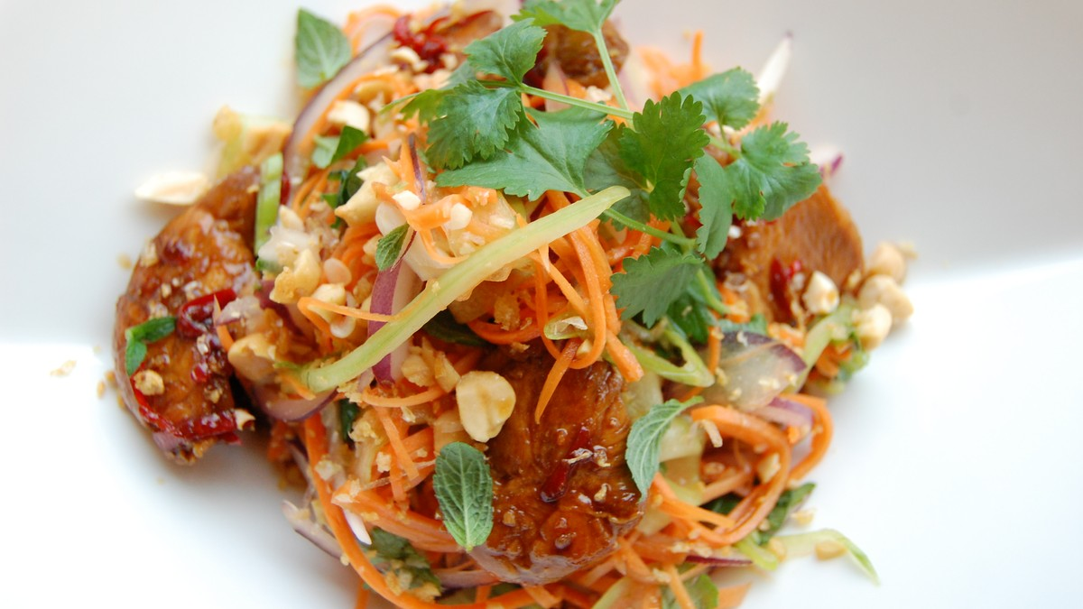 Thaisalat med chilistekt kylling