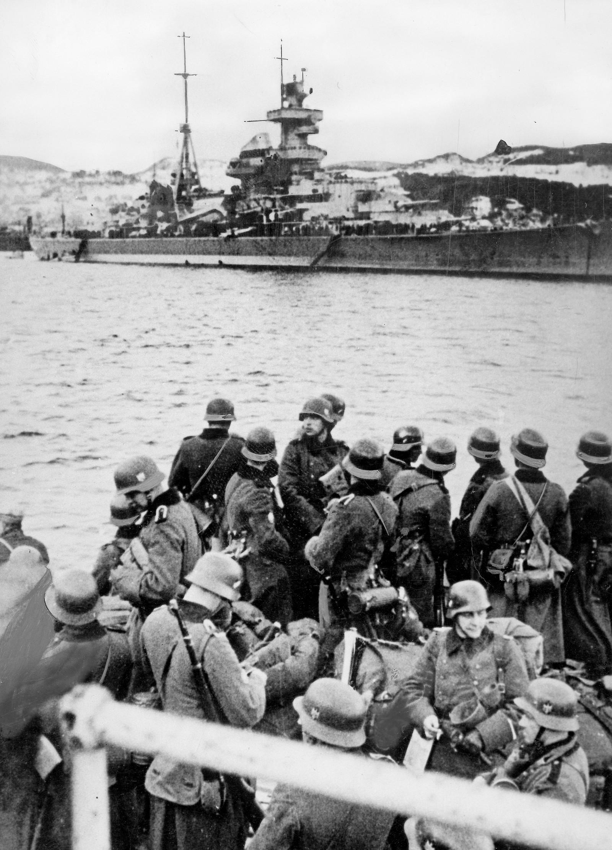 Tyske soldater går i land i Trondheim.