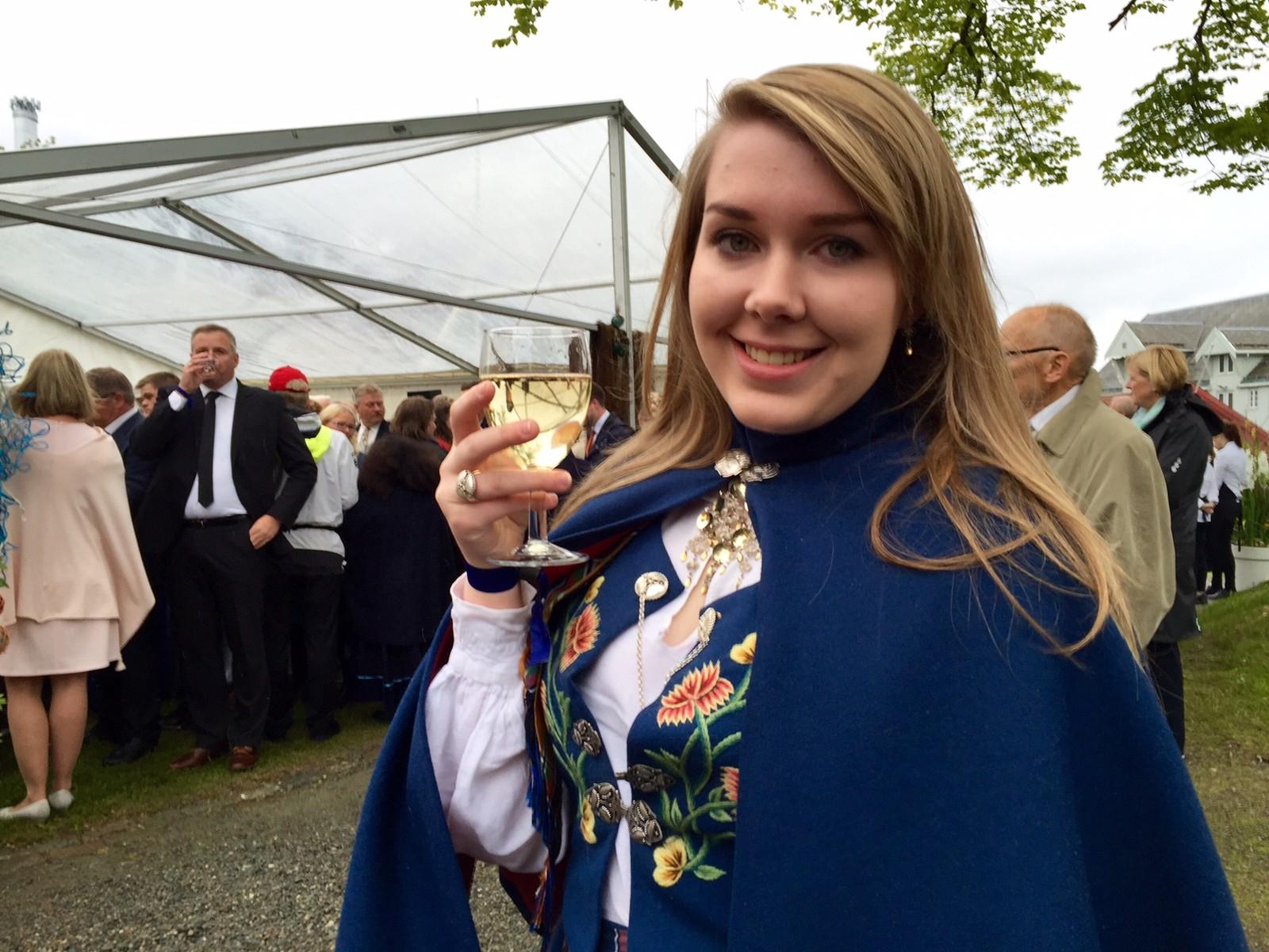 Johanne Marlene Hansen (18) er leder av ungdommens fylkesråd i Troms. Hun holdt tale til kongeparet under hagefesten i Tromsø lørdag.
