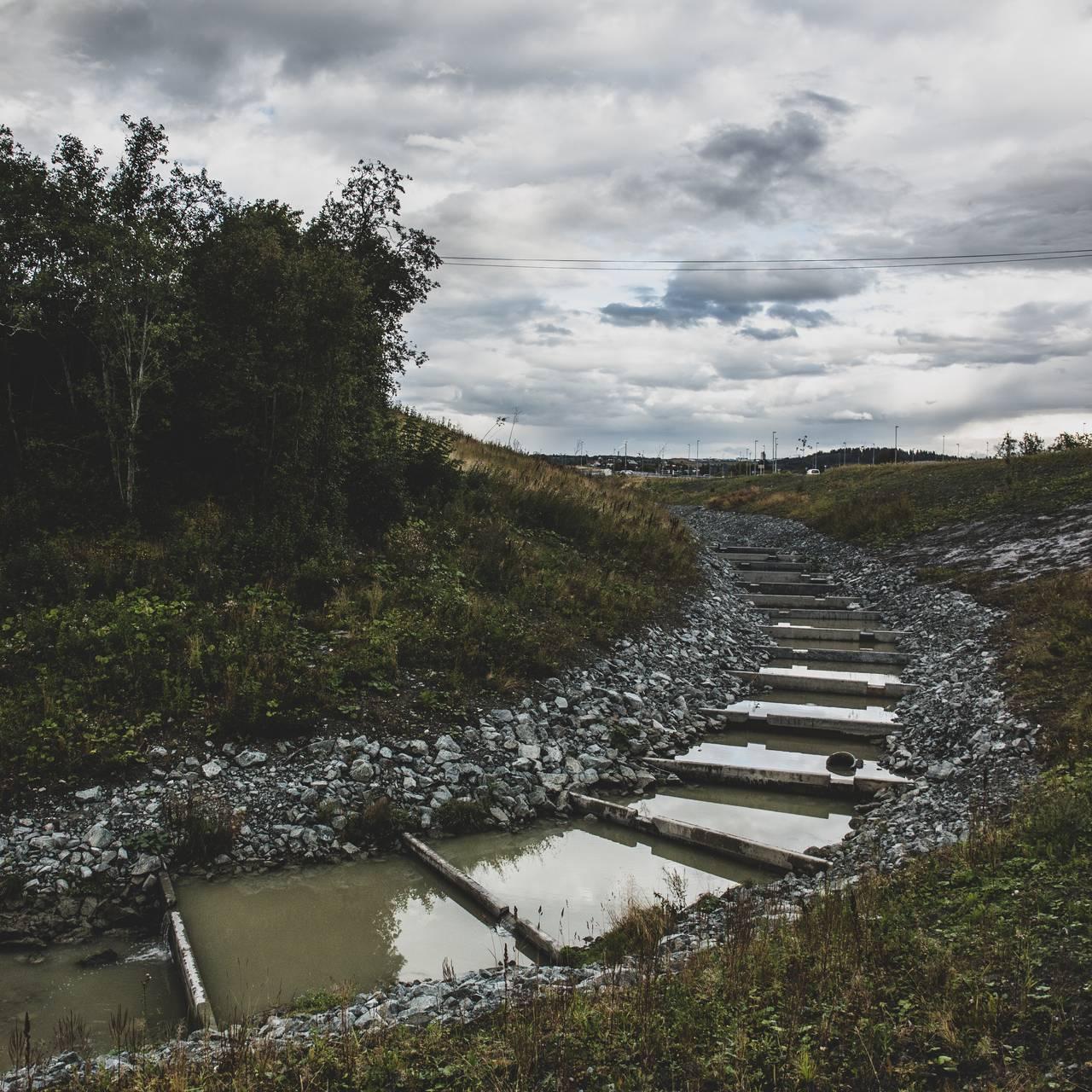 Avløp med fisketrapp ved Søra