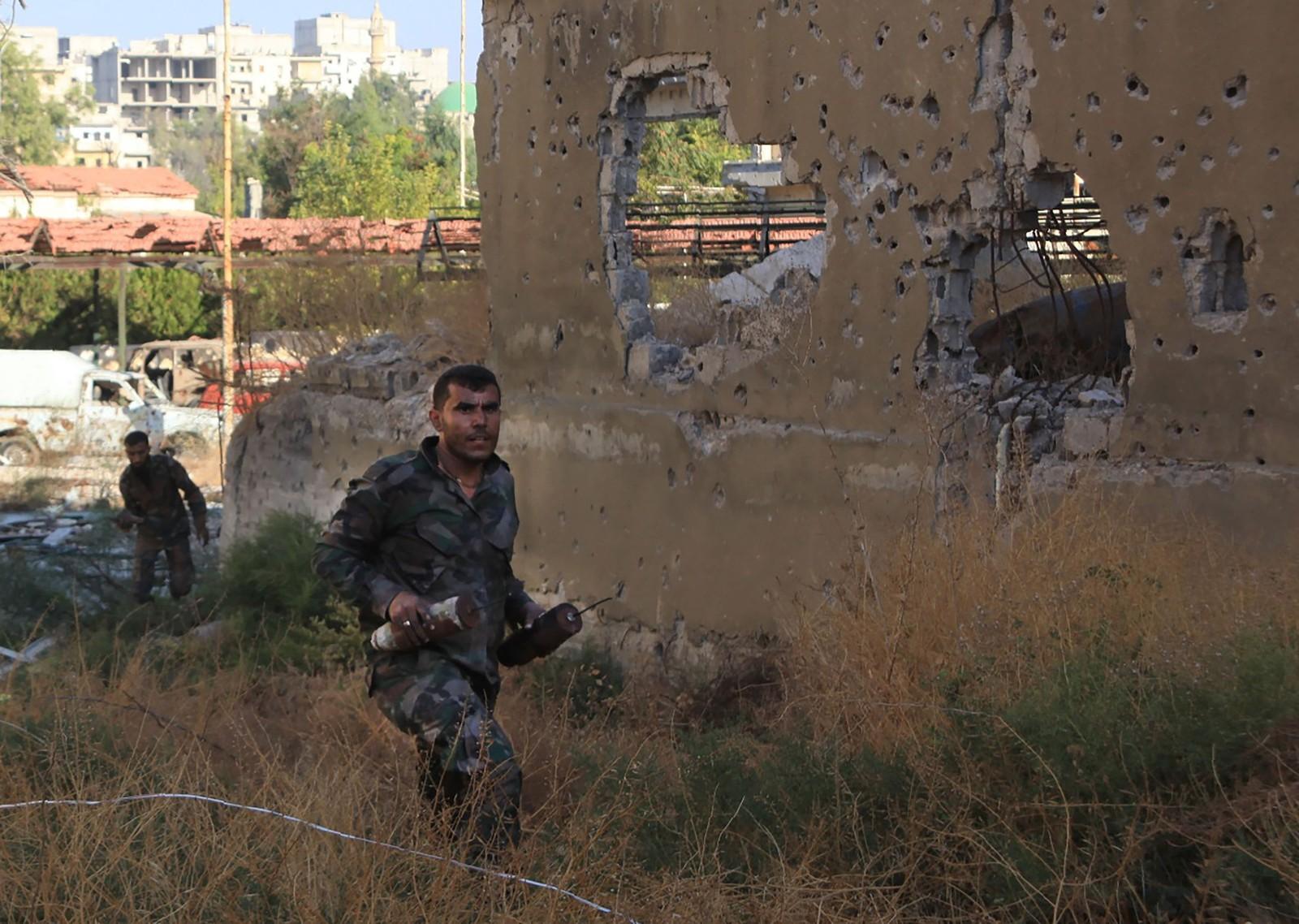 Det er store øydeleggingar også i Bustan al-Basha i Aleppo.