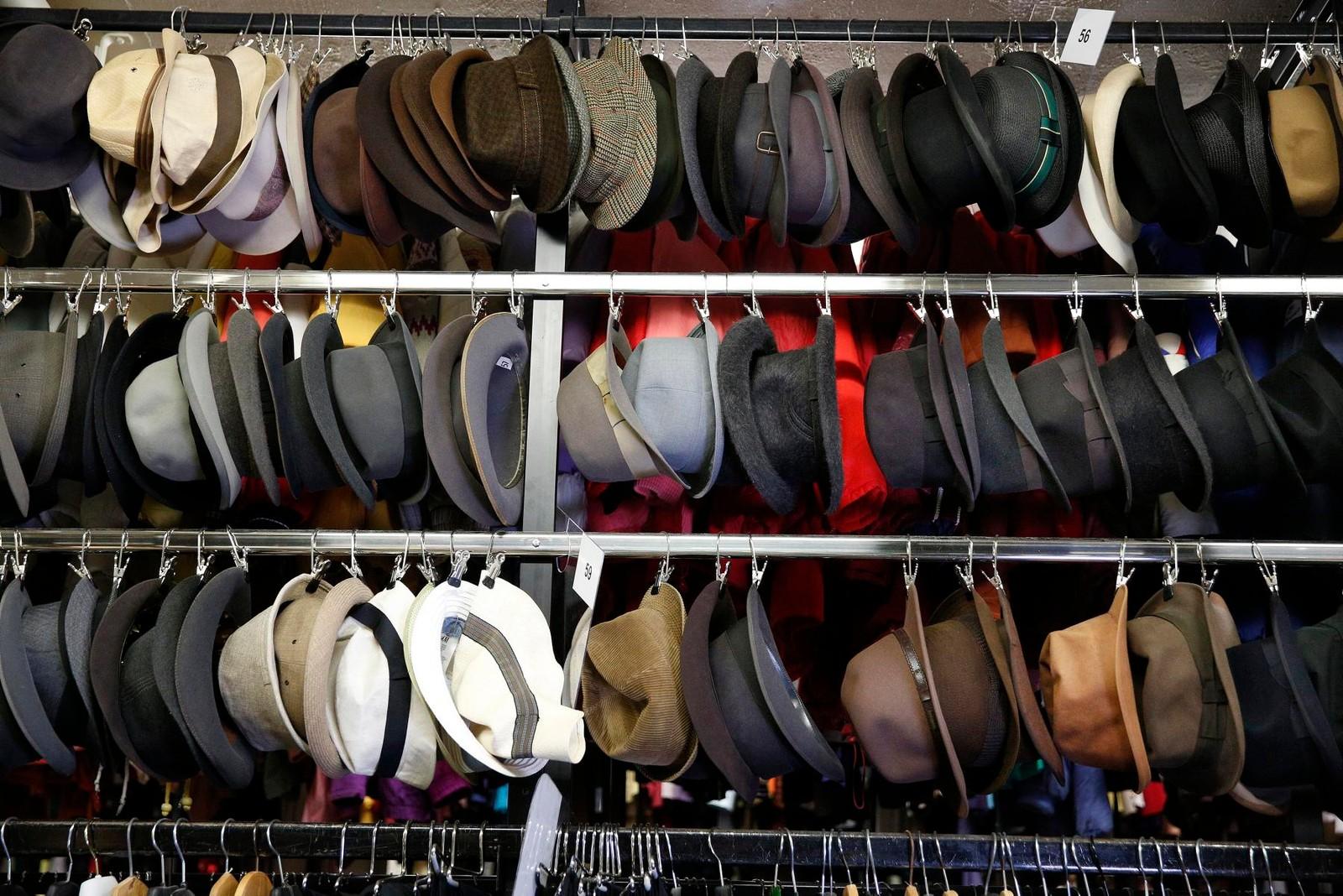 Et lite utvalg av hatter på Kostymelageret.