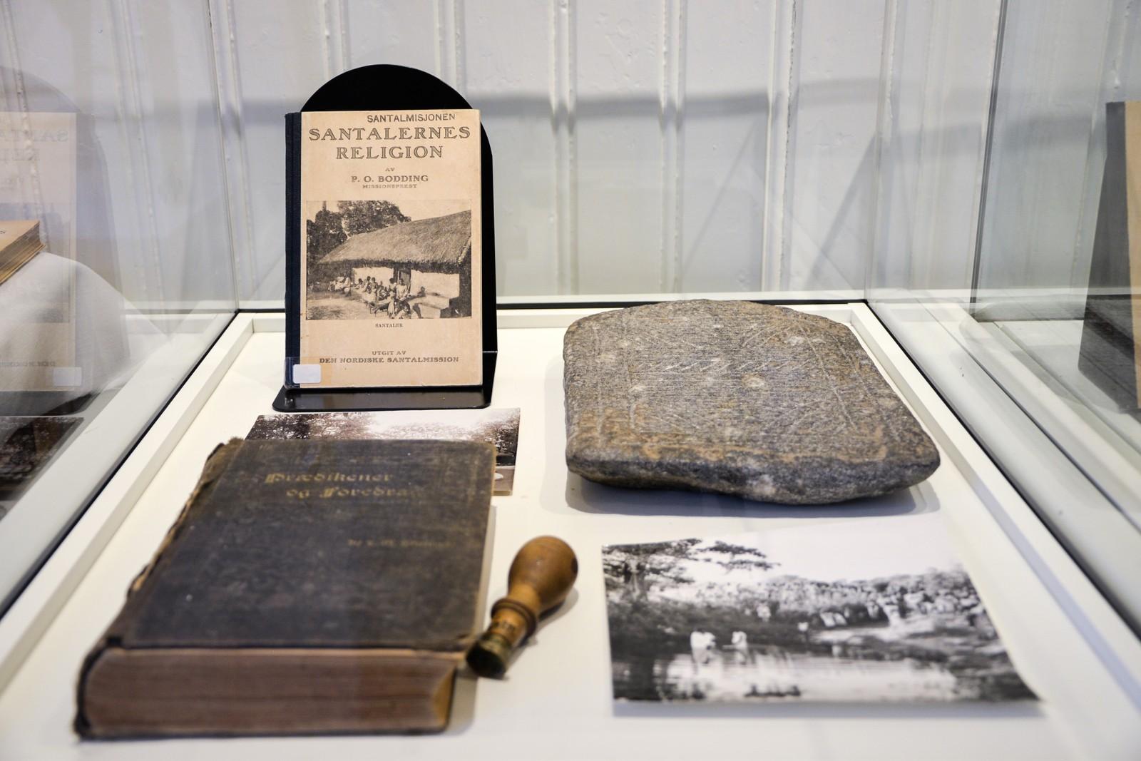 Bodding ga ut bøkene sine på eget forlag. I tillegg til oversettelse av bibelen ga han blant annet ut en grammatikk for santalspråket og en ordliste på 5000 ord.