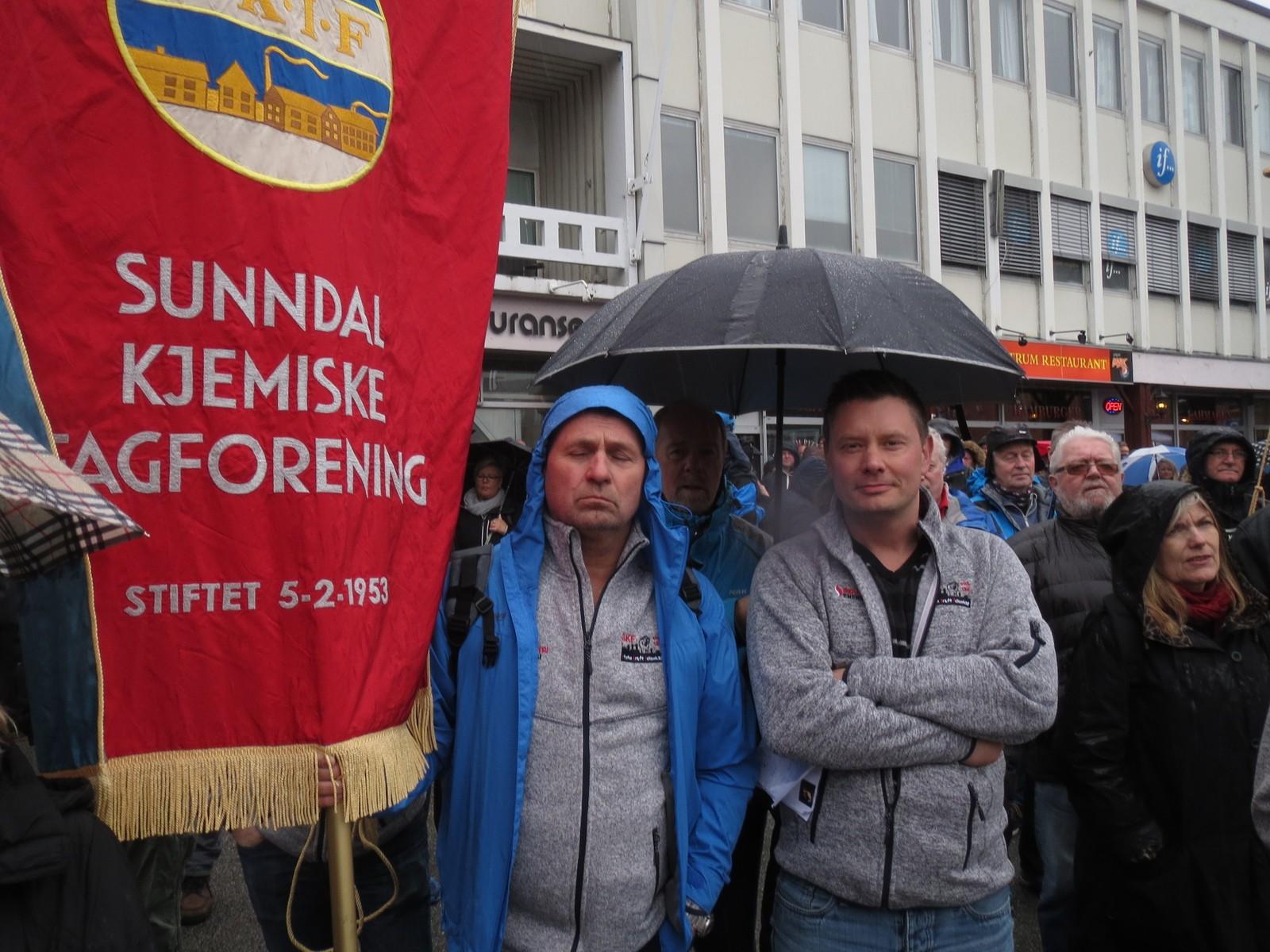 Tillitsvalgte fra Sunndal kjemiske fagforening var i Kristiansund for å vise solidaritet med kollegaene sine i Ello.