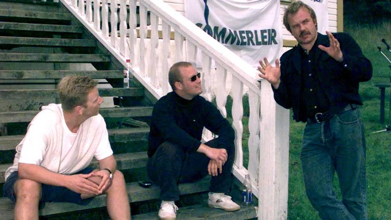 SOMMERLEIR: Miljøkriger Kurt Oddekalv (t.h), lekser opp om maktmennesker for Anders Anundsen formann i Fpu og Paal Kapstad.