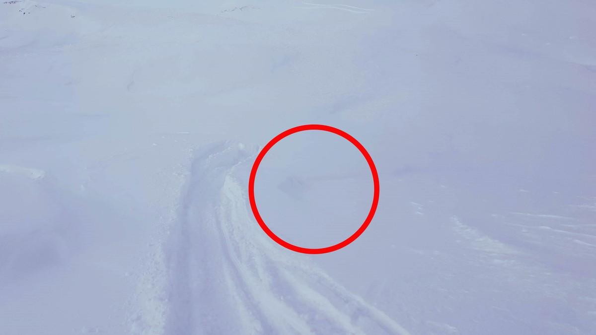 SKRED: På bildet er skredkanten synlig til høyre for sporet man ser.