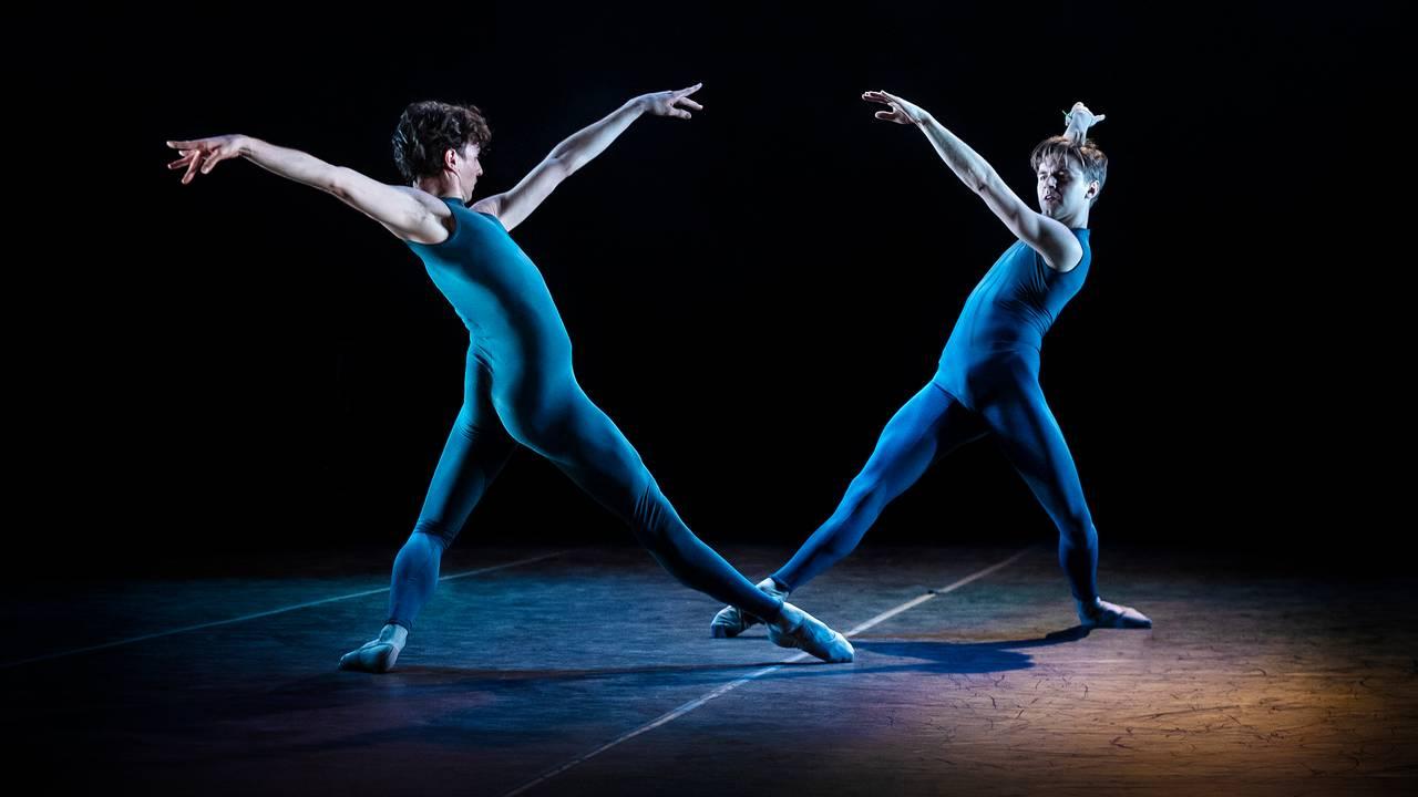 Samuele Ninci og Calum Lowden danser Sonatra