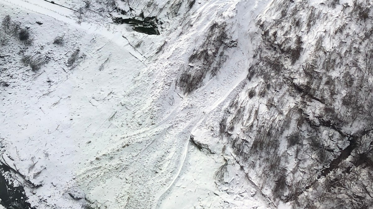 Snøskred over Flåmsbana