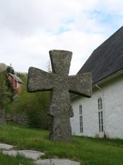 Krossen ved Vereide kyrkje. Foto: Ottar Starheim, NRK.