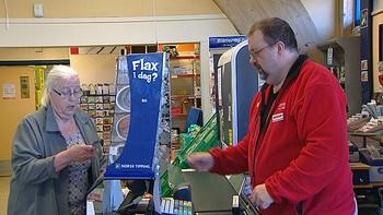 Coop-kundene i Finnmark rammes av nedleggelser. Nå må de reise langt for å handle.