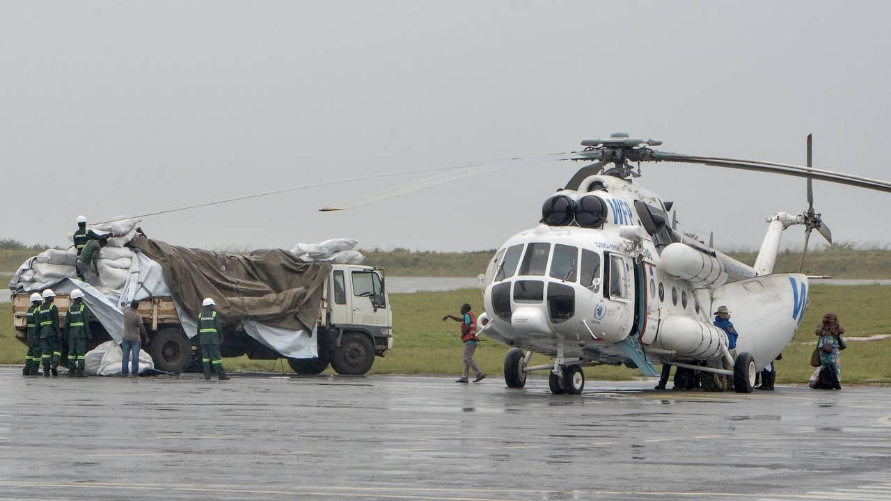 Helikopter tilhørende Verdens matvareprogram i Mosambik