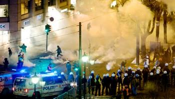 Store politistyrker kjempet mot protestantene i Oslo sentrum.