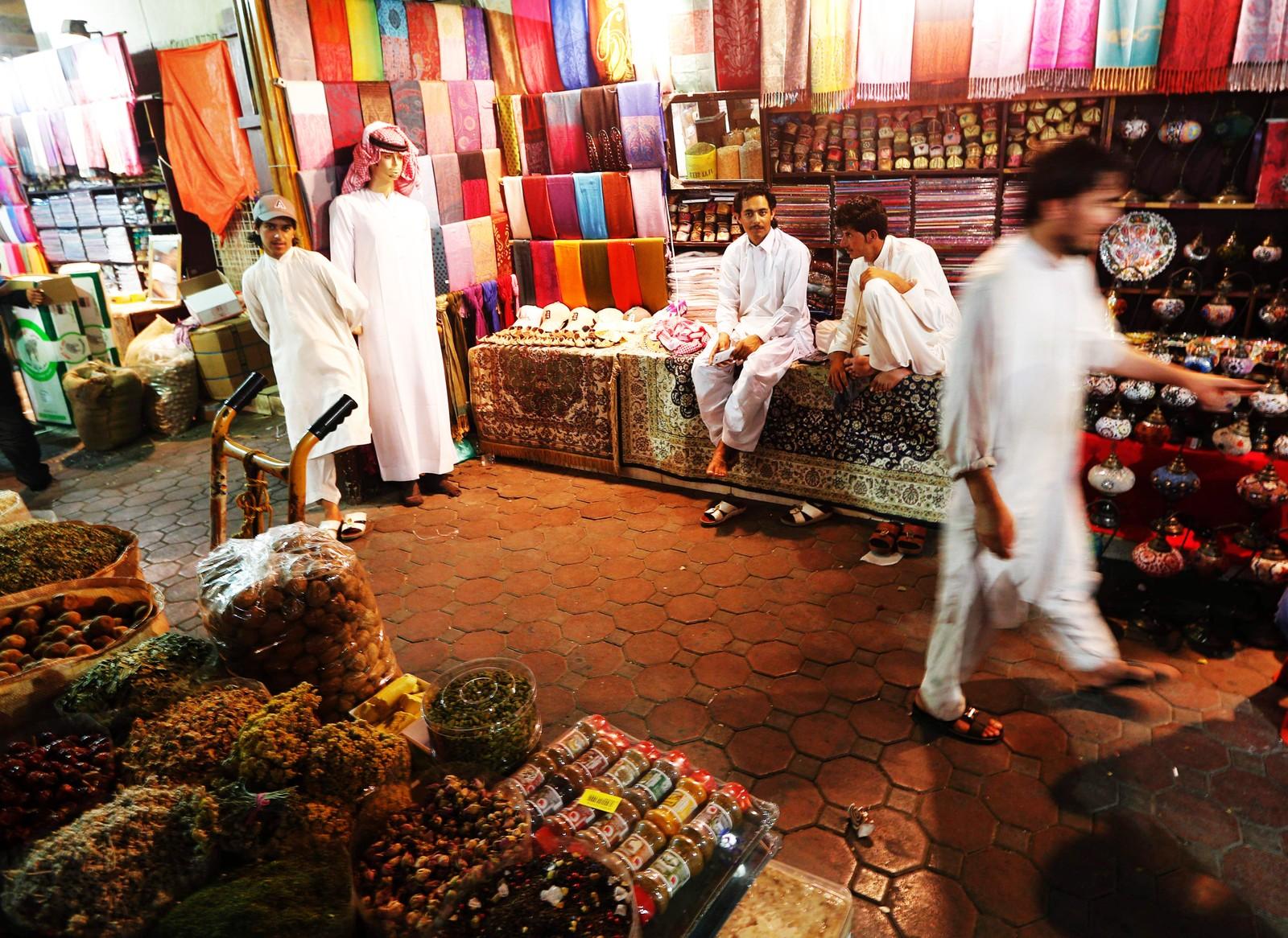 Krydderbutikk i Dubai i Emiratene søndag kveld før fasten ble innledet.