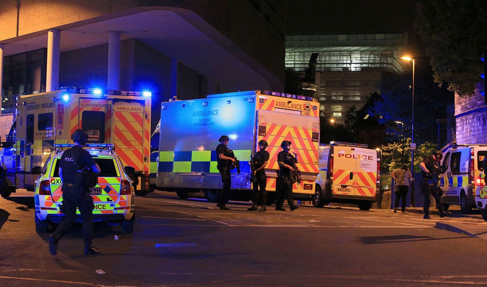 Flere mennesker er drept i det britisk politi tror kan dreie seg om et terrorangrep.