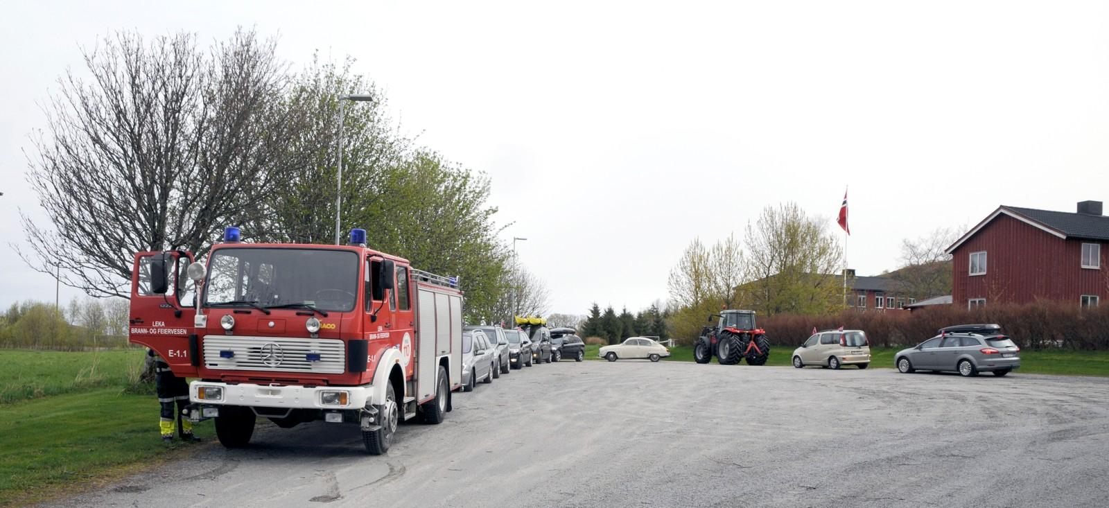 Et av høydepunktene på turene til Tom og Therese var 17.mai-feiring i Leka i Nord-Trøndelag. Toget der var en bilkortesje med brann- og politibil, veteraner, vanlige biler og en traktor som kjørte i 20 kilometer i timen over hele øya.