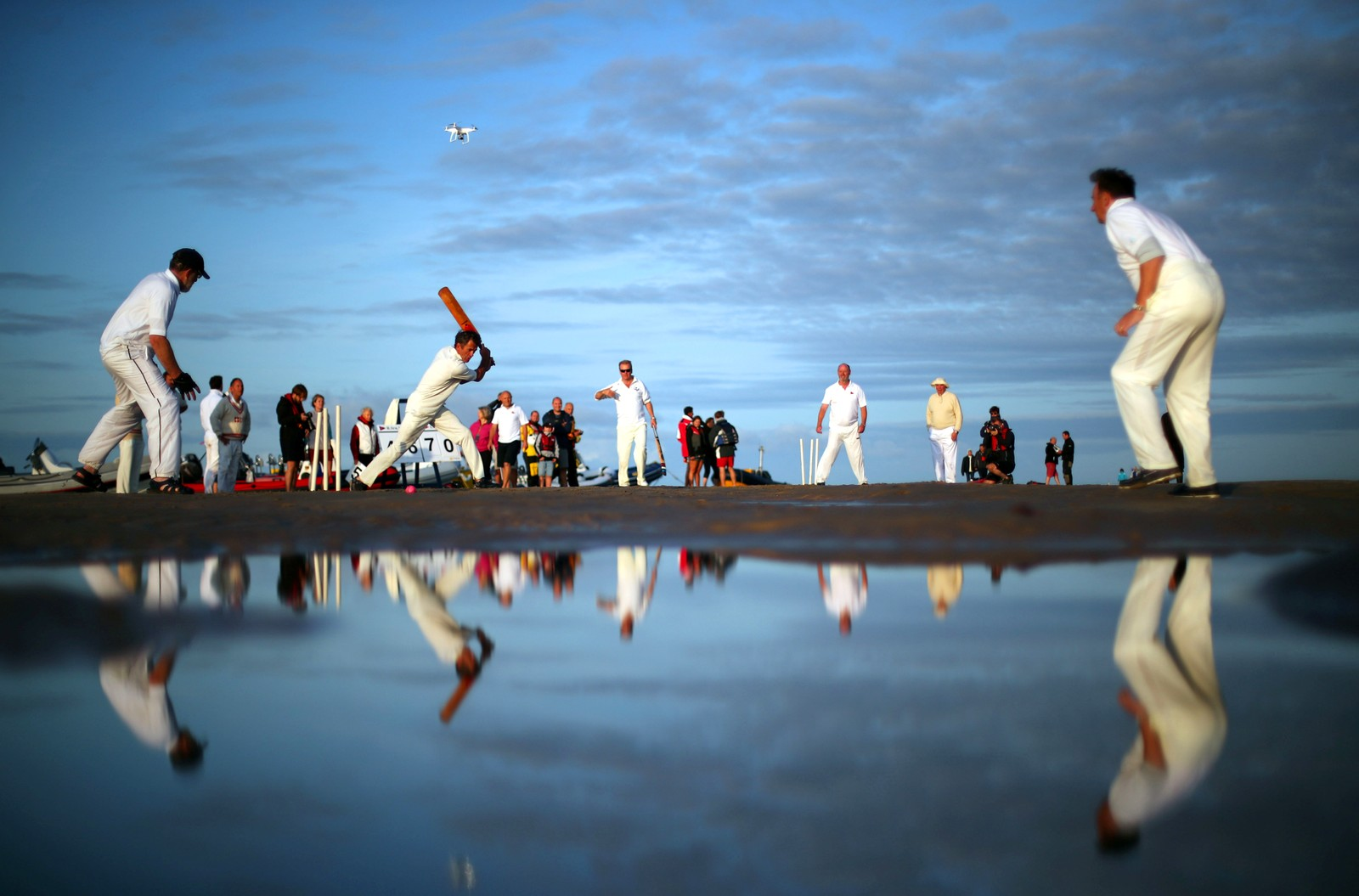 Cricket på stranda i Solent i Storbritannia.