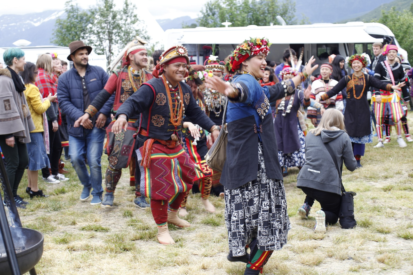Urfolkene fra Taiwan har mange ulike tradisjonelle danser. Her leder kvinnene an i en av dem.