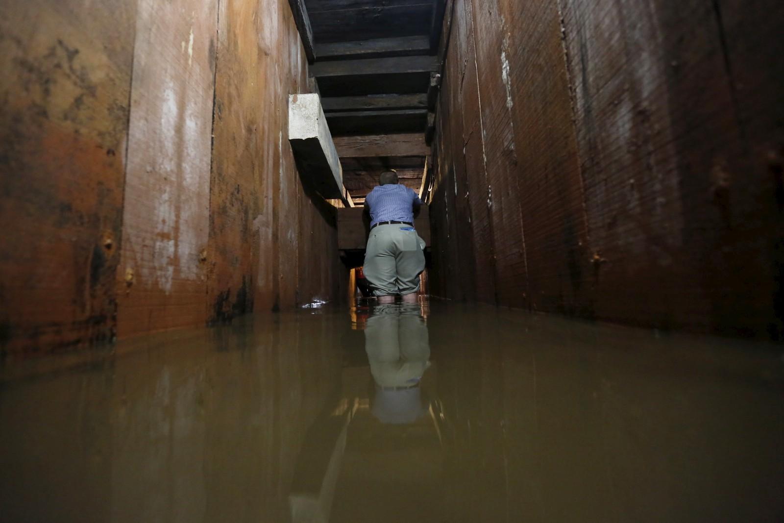 Tunnelen hadde en luke som ga Guzman tilgang til byens kloakksystem.