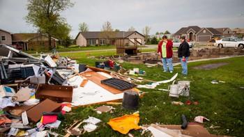 Ødeleggelser etter tornado
