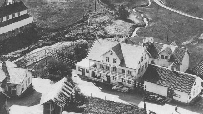 Eikum Hotell før brannen i 1956.