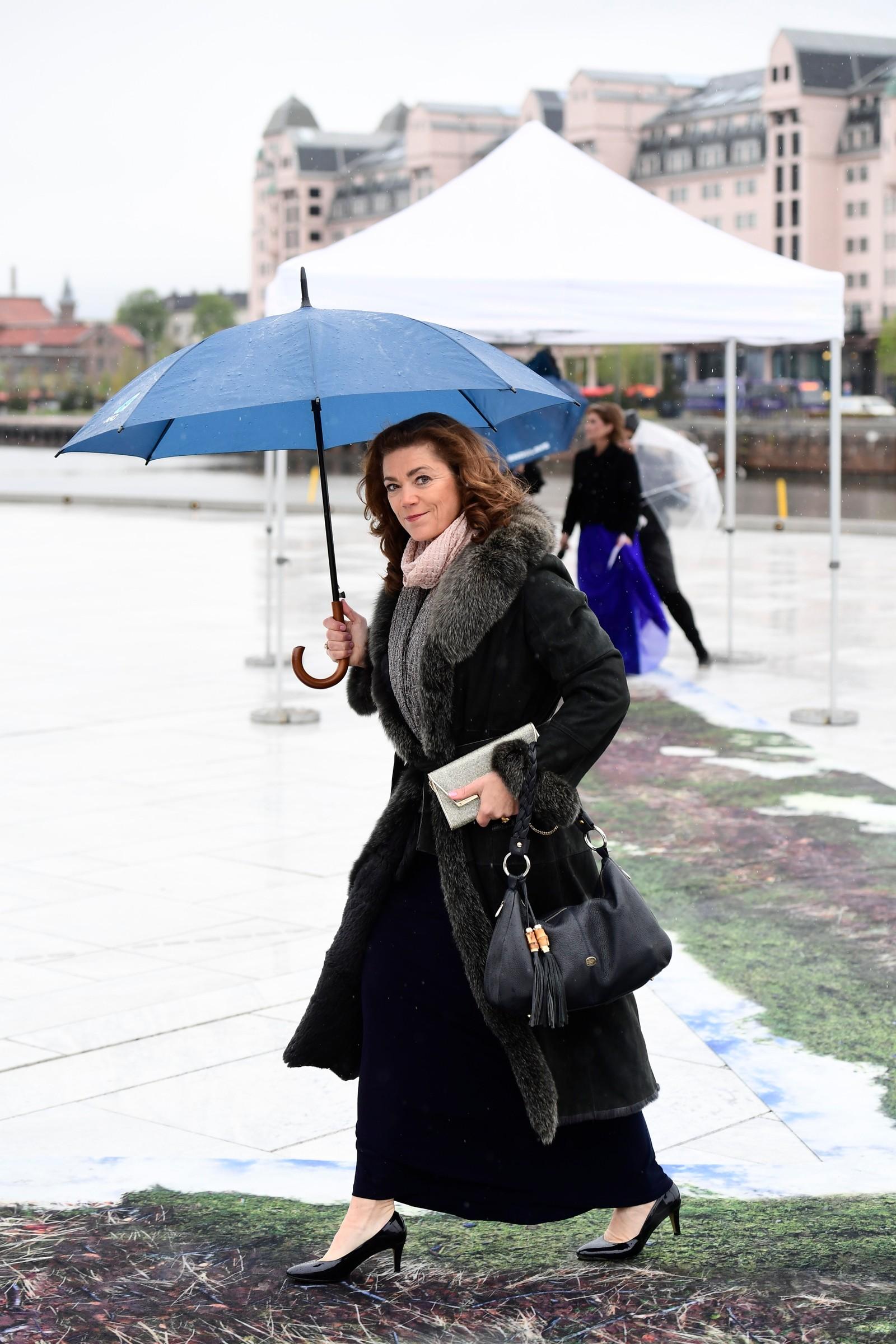 NHO-leder Kristin Skogen Lund ankommer festmiddagen i Operaen i anledning kongeparets 80-årsfeiring.