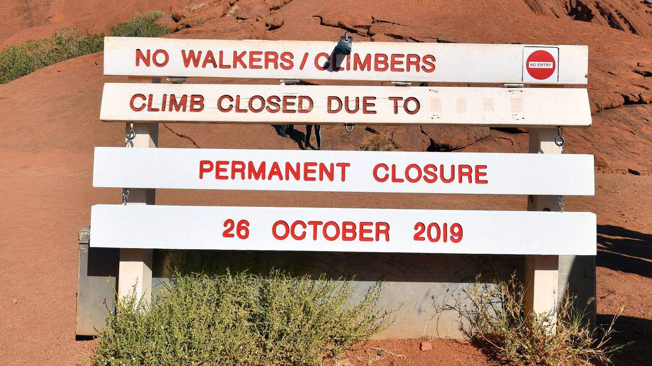 Skilt som forteller at Uluru er stengt