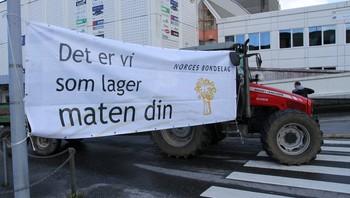 Bønder aksjonerer i Florø
