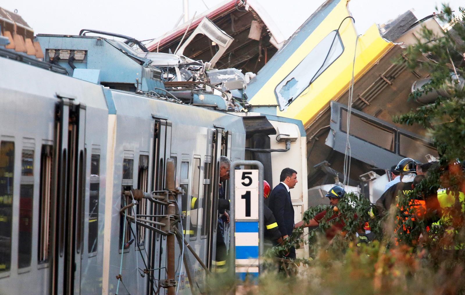 Statsminister Matteo Ranzi besøkte ulykkesstedet tirsdag kveld.